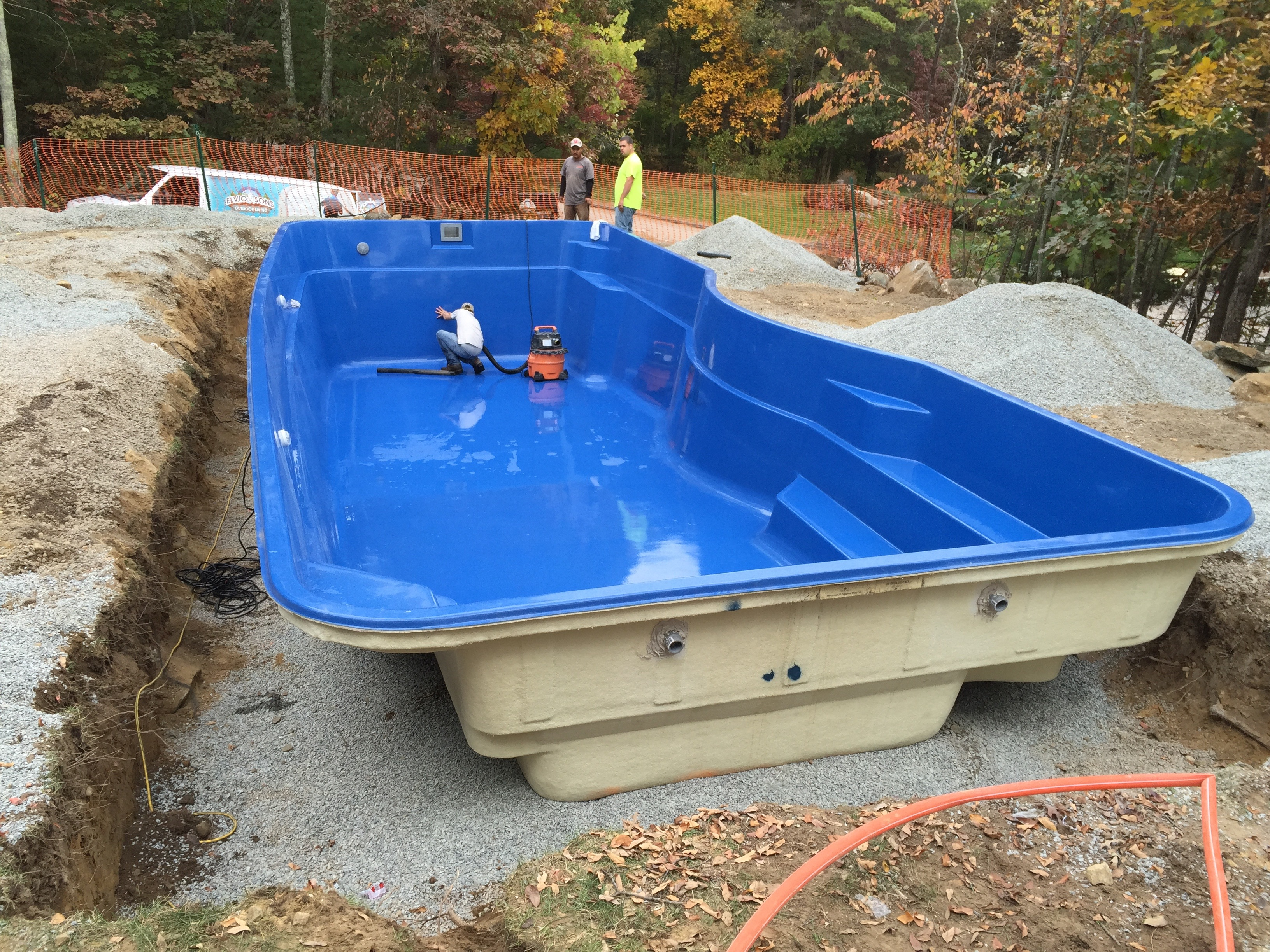 Installation of moroccan fiberglass pool elvio and sons for Fiberglass pool installation